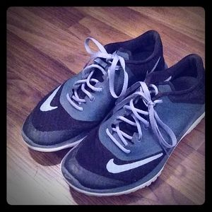 Nike tennis shoes size 7